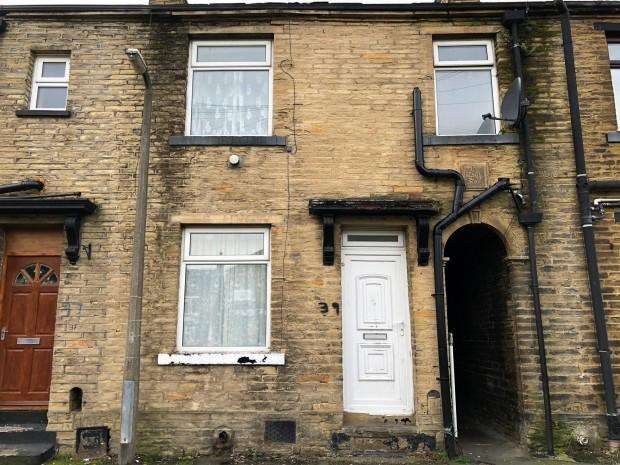 2 Bedrooms Terraced House for sale in Lidget Place, Bradford, BD7