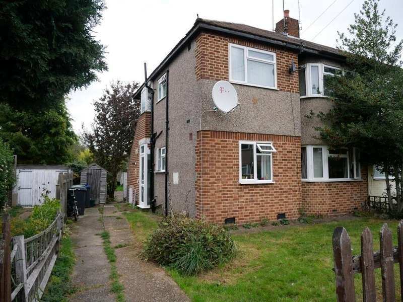 2 Bedrooms Ground Flat for sale in Woodcote Close, Kingston, KT2 5LZ