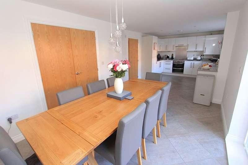 5 Bedrooms Detached House for sale in 30, The Bartons, Staplehurst, Tonbridge, Kent, TN12 0EF