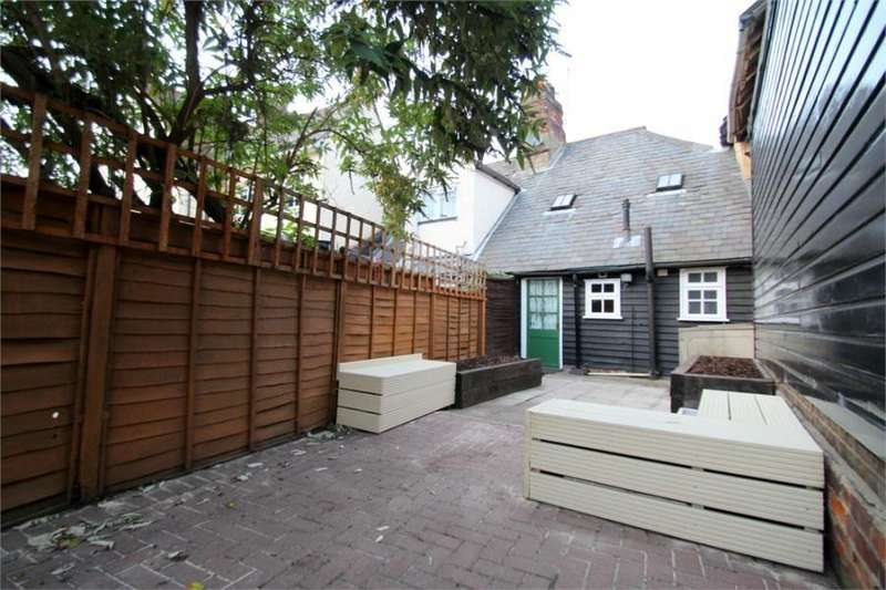 2 Bedrooms Terraced House for sale in East Street, Colchester, Essex