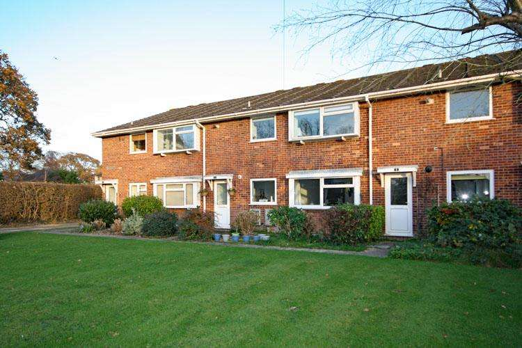 2 Bedrooms Apartment Flat for sale in Pennington Cross, Lymington SO41