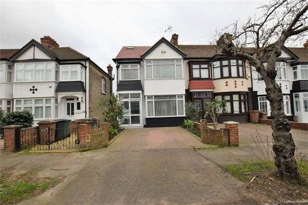 4 Bedrooms Semi Detached House for rent in Cherrydown Avenue, London