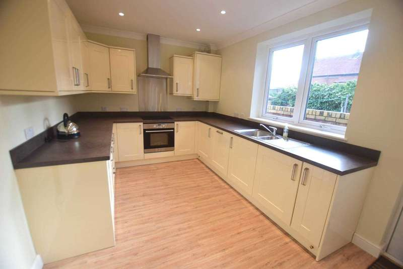 3 Bedrooms Terraced House for sale in Garstang Road North, Wesham
