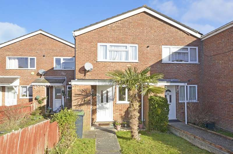 2 Bedrooms Terraced House for sale in Thames Close, Ferndown