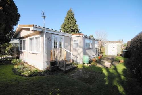 2 Bedrooms Park Home Mobile Home for sale in St Leonards Farm Park, Ringwood Road, West Moors, Dorset