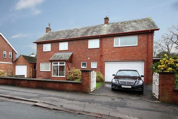 4 Bedrooms Detached House for sale in Victoria Road, Preston, Lancashire, PR4 2BT