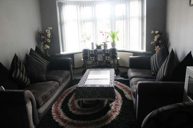 5 Bedrooms Semi Detached House for sale in Marlow Gardens, Hayes, UB3