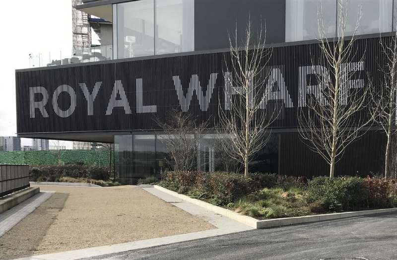 3 Bedrooms Apartment Flat for sale in Thameside House, Royal Wharf, Royal Docks, London, E16