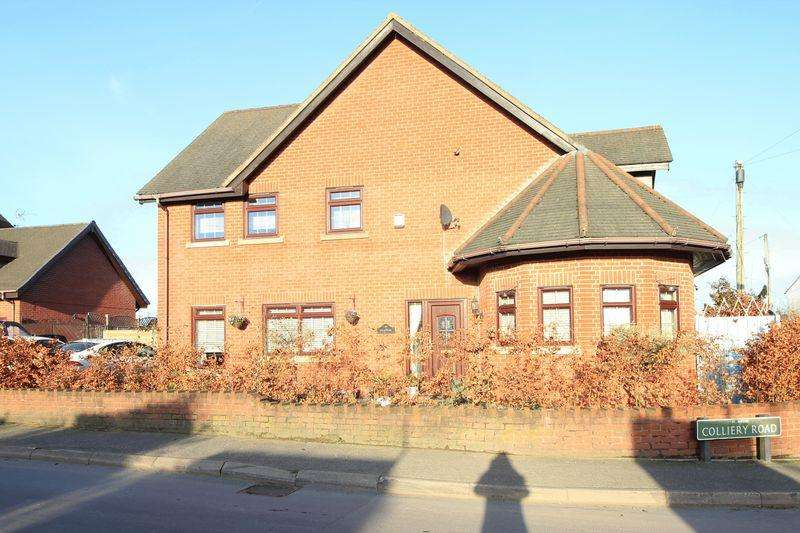 4 Bedrooms Detached House for sale in Overton Road, Oswestry