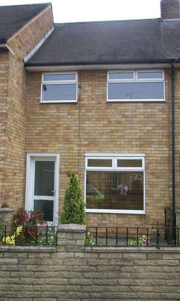 3 Bedrooms Terraced House for rent in 4 Surrey Garth, Boothferry Estate, Hull, HU4 7JL