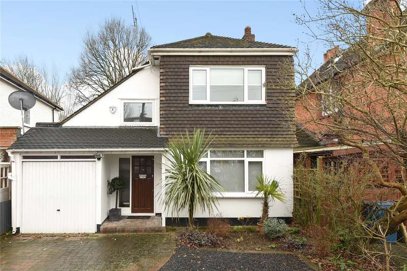 3 Bedrooms Detached House for sale in Barrow Point Avenue, Pinner, HA5