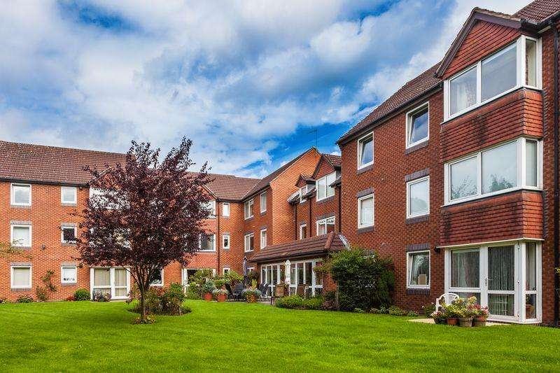 1 Bedroom Retirement Property for sale in Beechwood Court, Tettenhall, Wolverhampton