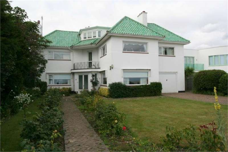 4 Bedrooms House for sale in Cliff Way, Frinton on Sea
