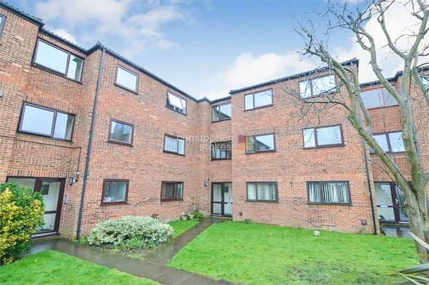 2 Bedrooms Flat for sale in Globe Court, Church Lane, BROXBOURNE, Hertfordshire