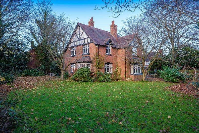 4 Bedrooms Detached House for sale in Church Road, Albrighton, Wolverhampton