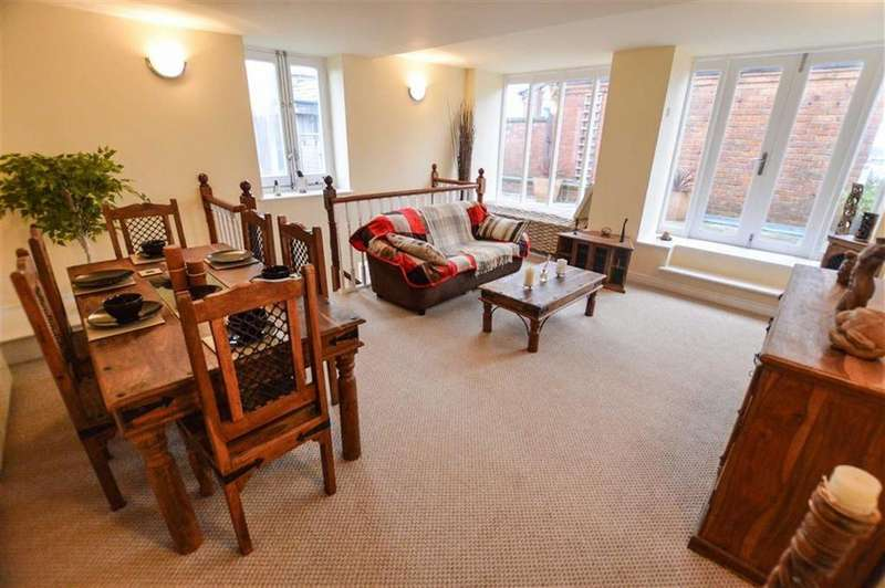 3 Bedrooms Duplex Flat for sale in The Royal, Salford, Greater Manchester, M3