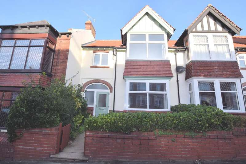 3 Bedrooms Town House for sale in Woodall Avenue, Scarborough, North Yorkshire YO12 7TH