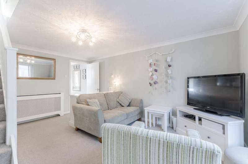 4 Bedrooms House for sale in Yeoman Close, Gallions Reach, E6