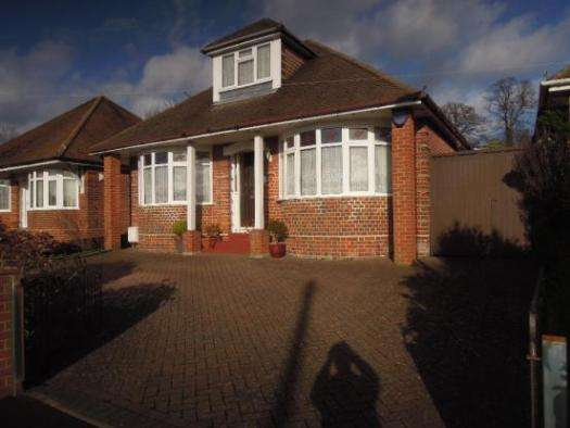 4 Bedrooms Property for sale in Taunton Drive, Bitterne, SO18 5DT
