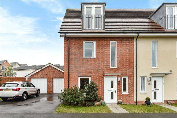 3 Bedrooms End Of Terrace House for sale in Typhoon Close, Bracknell, Berkshire