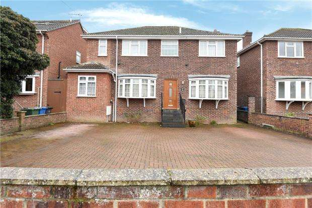 5 Bedrooms Detached House for sale in Gloucester Drive, Staines-upon-Thames, Surrey