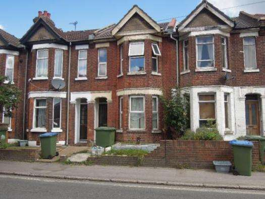 3 Bedrooms Property for sale in Romsey Road, Shirley Southampton, SO16 4BY