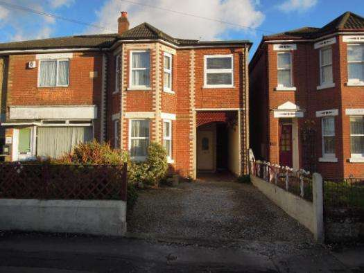 4 Bedrooms Property for sale in Whites Road, Bitterne, SO19 7NQ