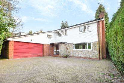3 Bedrooms Detached House for sale in Croydon Road, Keston
