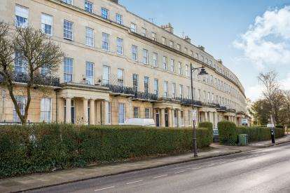 1 Bedroom Flat for sale in Lansdown Crescent, Lansdown, Cheltenham, Gloucestershire