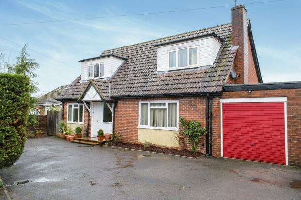 4 Bedrooms Detached House for sale in Hook, Hampshire, .