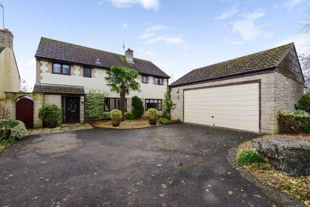 5 Bedrooms Detached House for sale in Glovers Close, Milborne Port, Somerset, DT9 5ER
