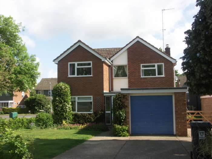 4 Bedrooms Detached House for rent in Lochnell Road, Berkhamsted