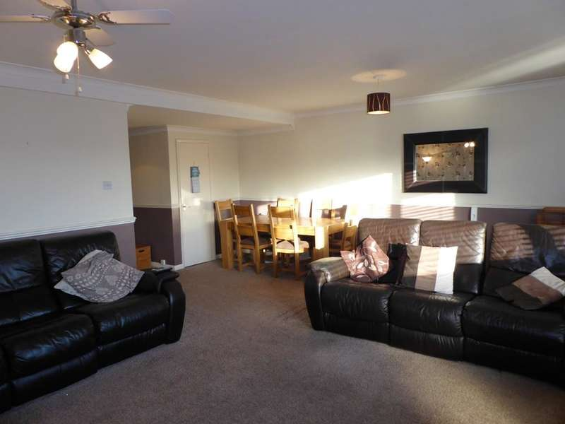 3 Bedrooms Flat for sale in Castle Green, Cottingham, HU16 5JU