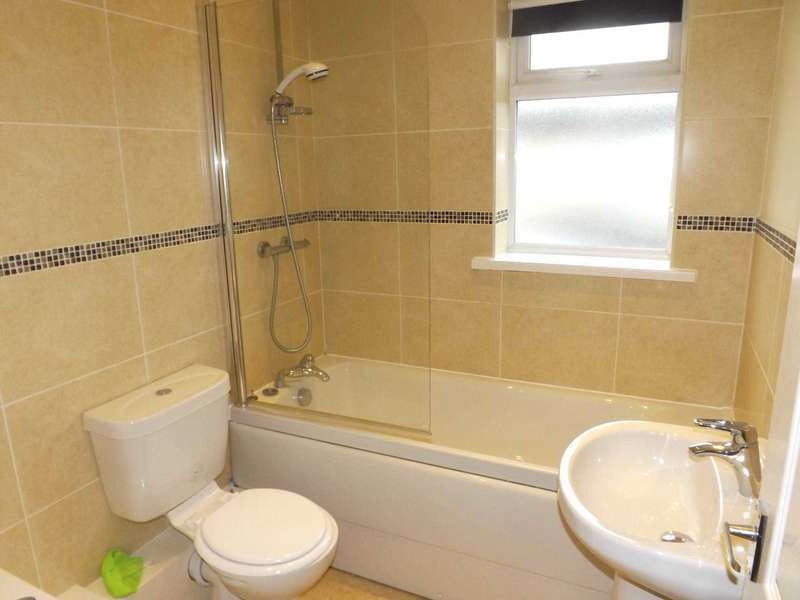 3 Bedrooms House for rent in Woodville Road, Heath Charnock