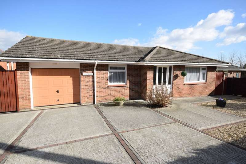 3 Bedrooms Detached Bungalow for sale in Victoria Road, Freshwater
