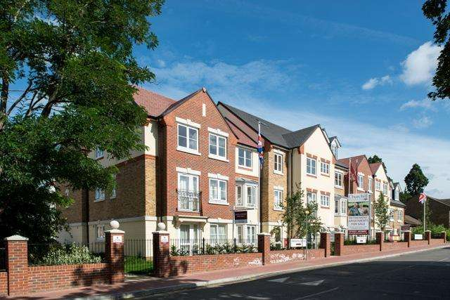 1 Bedroom Retirement Property for sale in Churchfied Road, WALTON ON THAMES KT12