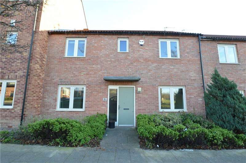 3 Bedrooms Town House for rent in Beeston Way, Allerton Bywater, Castleford, West Yorkshire