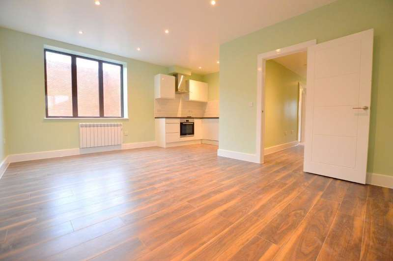 3 Bedrooms Apartment Flat for rent in Charles Court, 12-14 Park Street, Luton, Beds, LU1 3EP