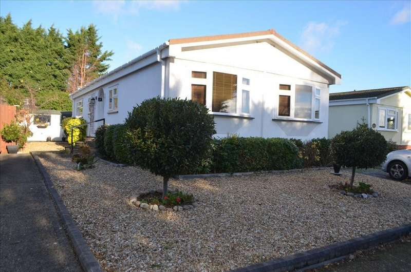 2 Bedrooms Park Home Mobile Home for sale in Manor Court, Stratton Park, Biggleswade, SG18