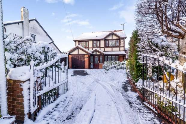 4 Bedrooms Detached House for sale in Bustleholme Lane, West Bromwich, West Midlands, B71 3AN