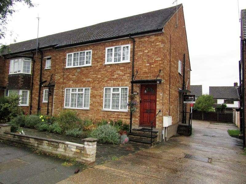 2 Bedrooms Ground Maisonette Flat for sale in Marlborough Gardens, Upminster, Essex. RM14 1SR