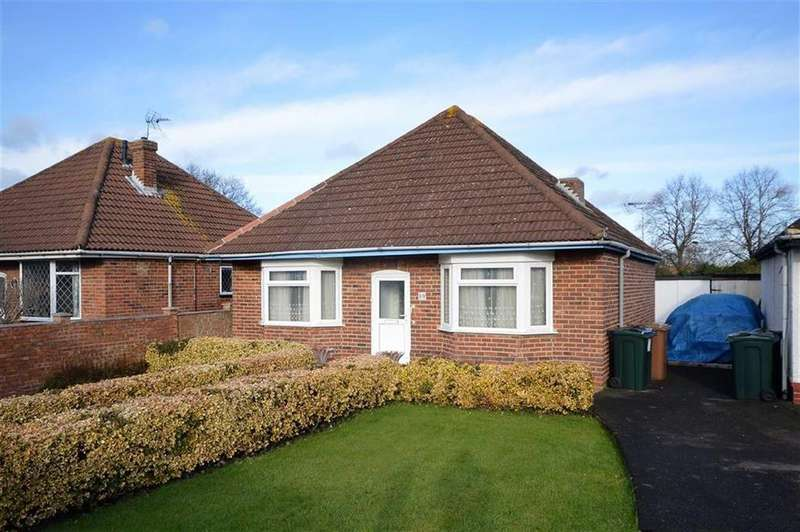 2 Bedrooms Detached Bungalow for sale in Beaver Lane, Ashford, Kent