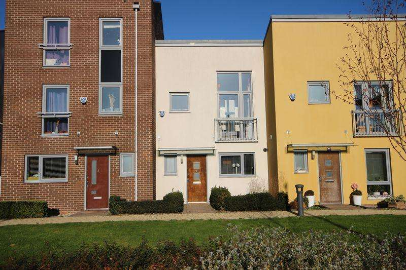 2 Bedrooms Terraced House for sale in Brunel Way, Dartford, DA1