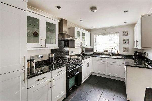 5 Bedrooms Detached House for sale in Esher Avenue, WALTON-ON-THAMES, Surrey