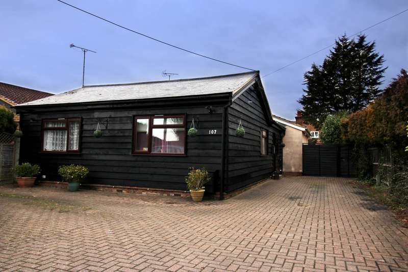 3 Bedrooms Detached Bungalow for sale in Wendover Rd, Aylesbury, HP22