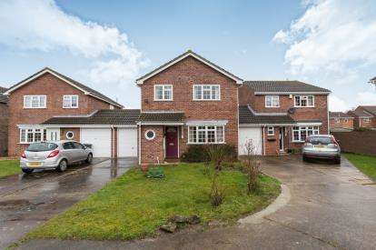 3 Bedrooms Semi Detached House for sale in Osprey Close, Abbeydale, Gloucester, Gloucestershire