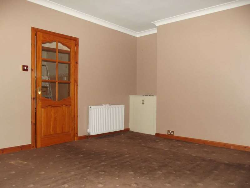 2 Bedrooms Flat for rent in Habbieauld Road, Kilmaurs