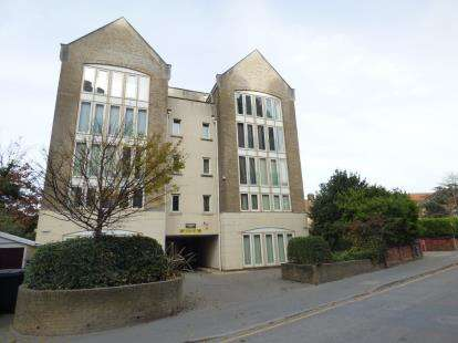 2 Bedrooms Flat for sale in 21 Serpentine Road, Poole