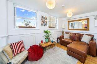2 Bedrooms Flat for sale in Wandsworth Road, London