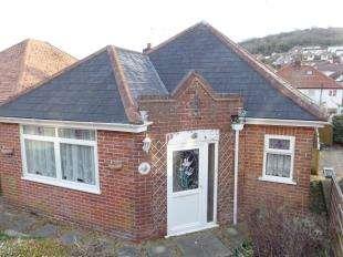3 Bedrooms Bungalow for sale in Queens Avenue, Dover, Kent